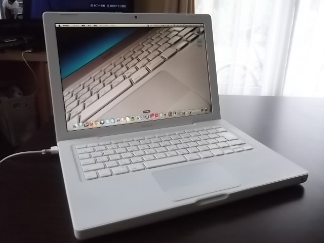 MacBook 13-inch Late 2007.JPG